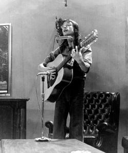 Carlinhos Hartlieb num estilo que Bob Dylan tornou famoso